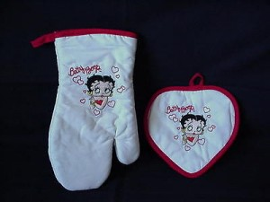 Betty Boop Pot Holder & Oven Mitt Hearts Design